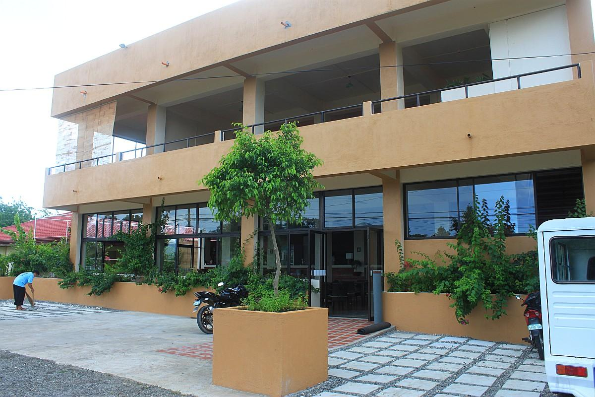 Guseppe pizzeria and sicilian roast italian restaurant alona beach panglao bohol philippines 2011 0001
