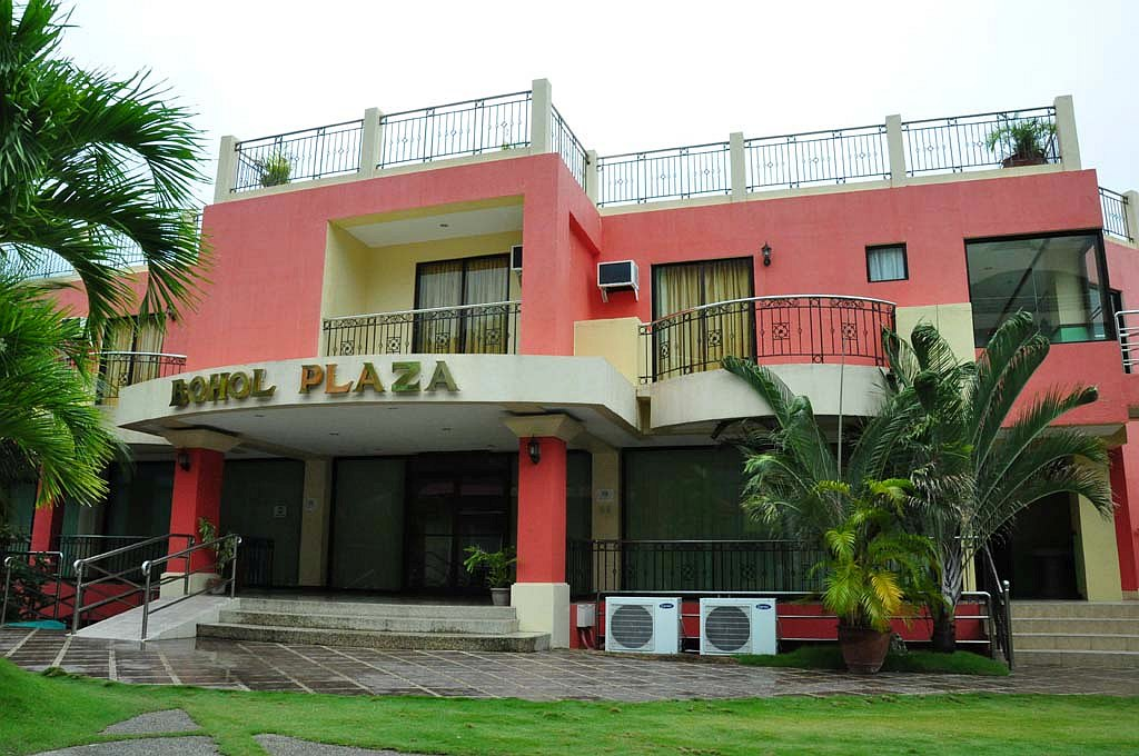 The bohol plaza resort and restaurant best prices and great discounts! 002